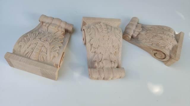 Резной деревянный кронштейн